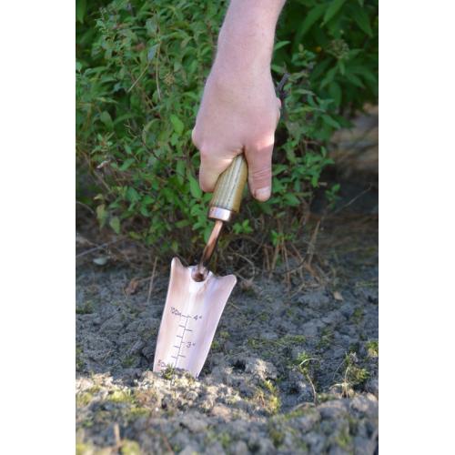 Rézzel bevont kézi ásó